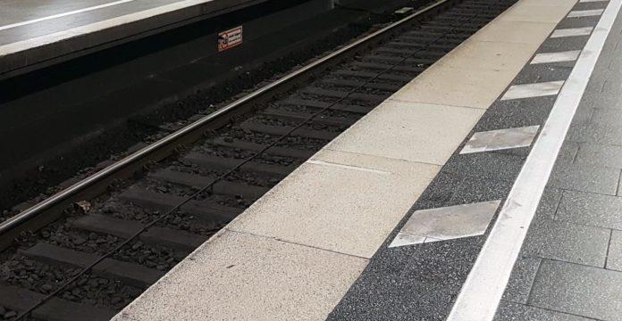 23-jähriger steigt in den Gleisbereich und wird von S-Bahn erfasst und getötet