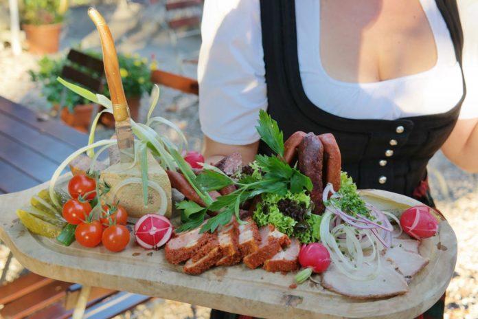 Münchens Lieblingsbiergarten läutet die Biergartensaison ein!