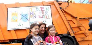 Kinder malen Plakate für Münchner Müllfahrzeuge - Kristina Frank überreicht Preise an die Siegerinnen