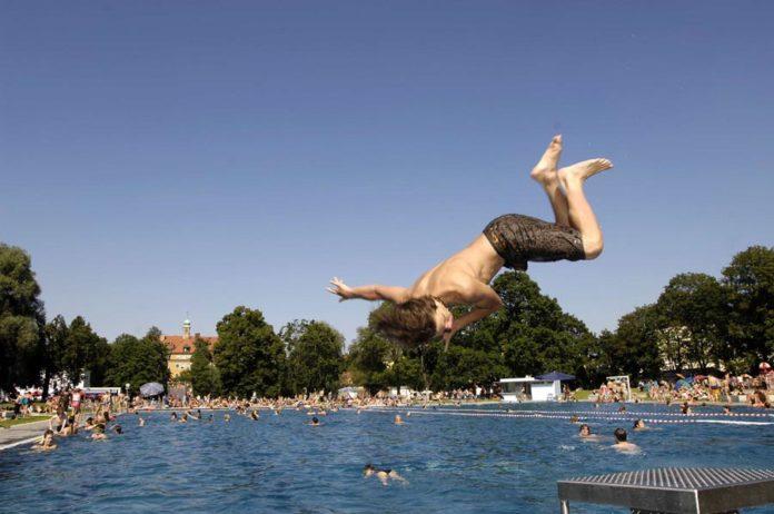 Start der Münchner Sommerbadsaison: Erster Frühschwimmertag im Schyrenbad