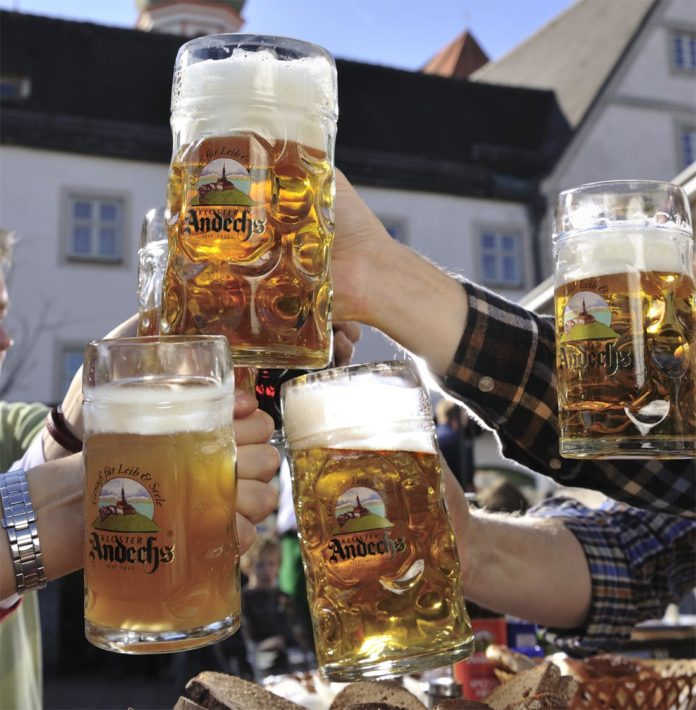 Klostergasthof Andechs: Frisches Bier in alten Mauern