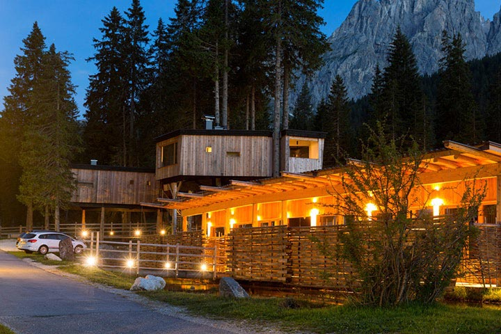 Camping im Luxus-Baumhaus