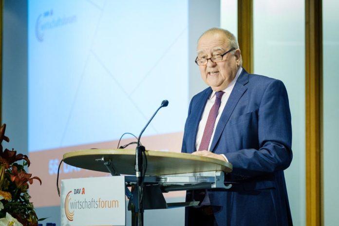 Wirtschaftsforum: DAV-Vorsitzender Becker kündigt Web-App für Patienten mit E-Rezept an