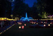 Gartenparty: Tausende Lampions tauchen den Kurpark in magisches Licht.