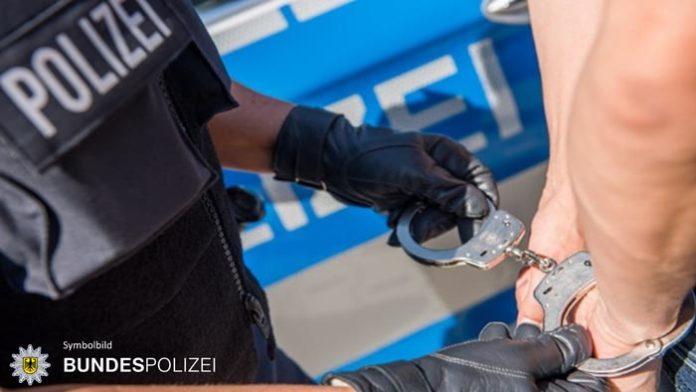 Widerstand nach Randalen in S-Bahn - 25-Jähriger in Krankenhaus eingewiesen