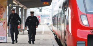 Sturz ins Gleis - 18-Jährige wehrt sich gegen 21-Jährigen