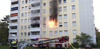 Harthof: Großeinsatz der Feuerwehr in einem Mehrfamilienhaus