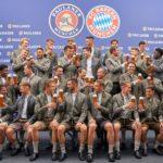 Die Stars des FC Bayern München in Lederhosen