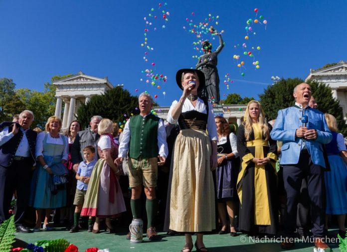 Standkonzert der Oktoberfestkapellen 2019 zu Füßen der Bavaria