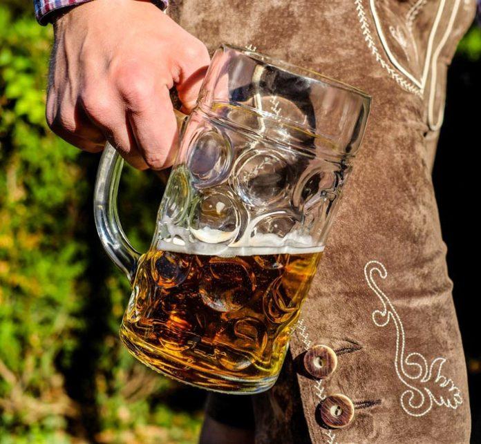 Undercover Test: In 6 von 14 Wiesn-Zelten wird Bier an Jugendliche unter 16 ausgeschenkt