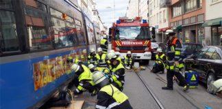 70-jähriger unter Tram eingeklemmt