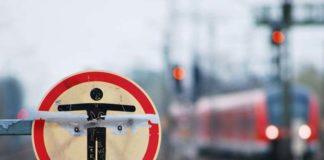 73-Jähriger im Gleisbereich - Triebfahrzeugführer hält Zug an