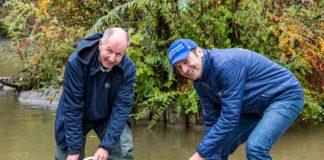 Premiere im Münchner Tierpark: Hellabrunn wildert nachgezüchtete Bachforellen im Auer Mühlbach aus