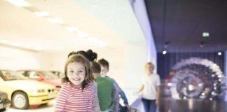 Kinder-Biathlon-Challenge mit Olympiasiegerin Laura Dahlmeier im BMW Museum