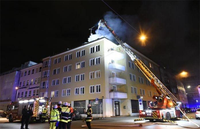 Schwanthalerhöhe: Aus Rauchentwicklung wurde ein Dachstuhlbrand