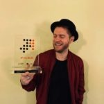 """Johannes Oerding mit dem """"Nummer 1 Award der Offiziellen Deutschen Charts"""""""