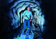 Sommersportarten als actiongeladene Winterabenteuer: Stand Up Paddling im verborgenen Eisgletscher