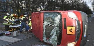 Verkehrsunfall mit Schulbus