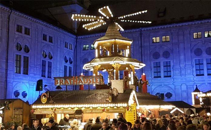 Weihnachtsdorf im Kaiserhof der Residenz