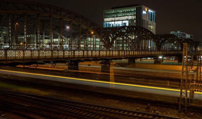 Hackerbrücke: Zug entgleist - Fahrgäste evakuiert