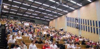 300 Führungskräfte von Hilfsorganisationen auf Fachtagung des Münchner Roten Kreuzes