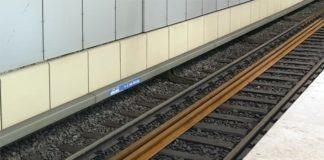 Unbekannter Täter schubst Mann ins Gleisbett - Wer kennt den Gleisschubser?