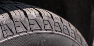 Untersendling: PKW aufgebockt und Reifen geklaut