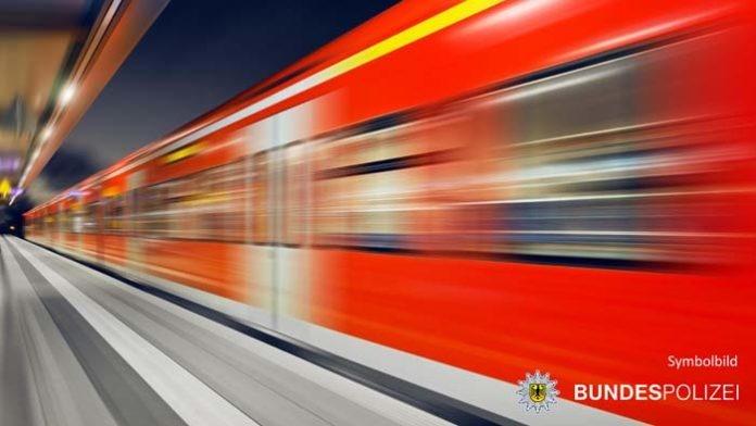 Belästigung und Schläge in S-Bahn