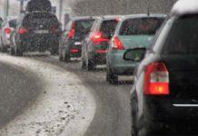 Elektroautos und E-Scooter im Winter
