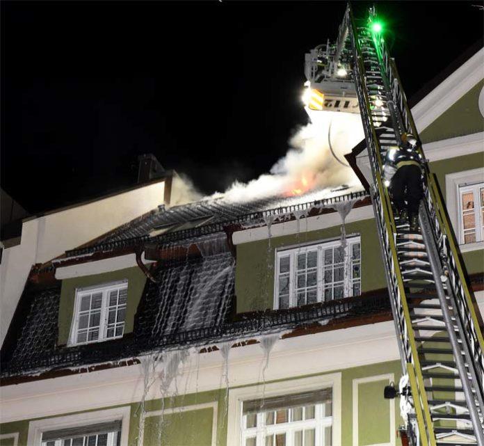Dachstuhlbrand in Schwabing