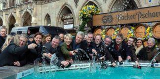 Geldbeutelwaschen im Fischbrunnen München 2020