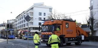 Altbogenhausen: Tram-Fahrdraht von Kran beschädigt