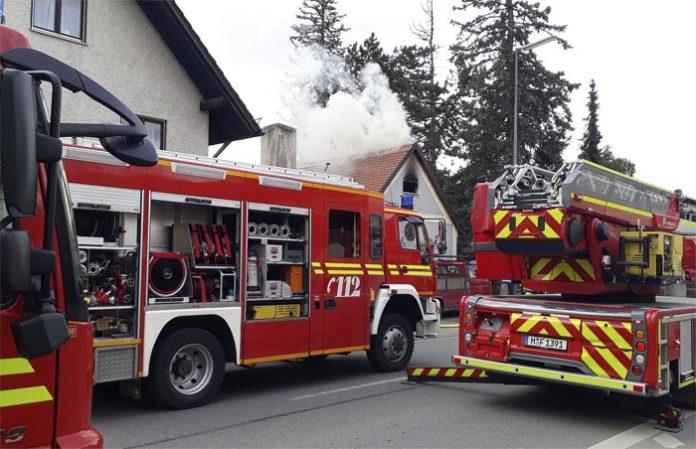 Allach-Untermenzing: Zimmerbrand - zwei Personen leicht verletzt