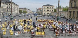 """Aktion """"Leere Stühle"""" - Münchner Wirte machen auf die Not des Gastgewerbes aufmerksam"""