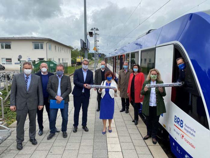 Auftakt für den Flottentausch im Oberland: Bayerns Verkehrsministerin Kerstin Schreyer stellt neue Züge vor