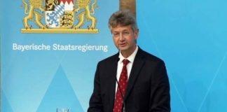 Kultusminister Michael Piazolo kündigt Sonderregelung für Lehramtsstudierende an