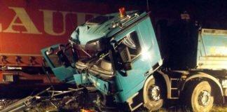 LKW von Güterzug erfasst - 59-Jähriger schwer verletzt