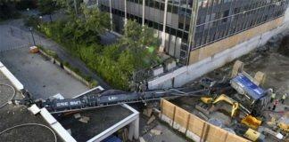 160 Tonnen schweres Bohrgerät kracht auf ADAC Büro
