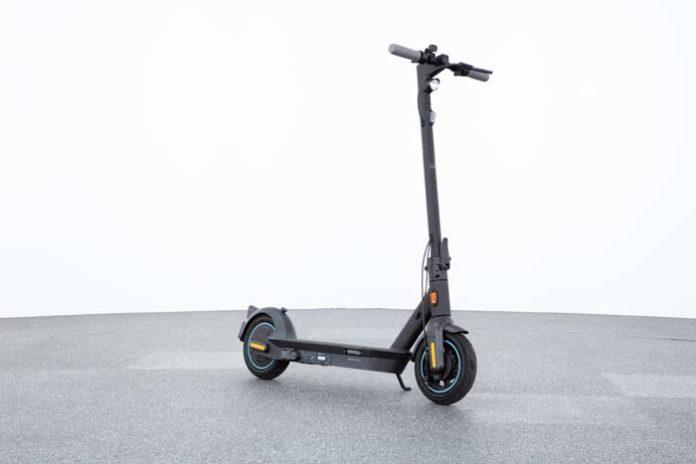Neun E-Scooter im ADAC Test