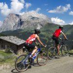 Saisonstart auf der Seiser Alm: Wandern, Biken, Golfen und Durchatmen in der Weite der Hochalm