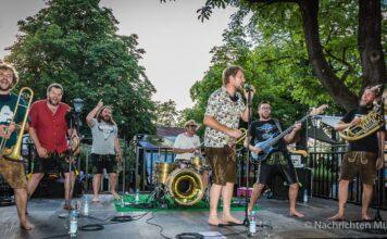 LaBrassBanda bringt die Lebensfreude in die Münchner Biergärten zurück
