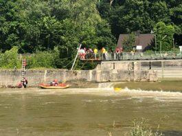 Elf Schlauchboote in der Isar gekentert – Großeinsätze am laufenden Band