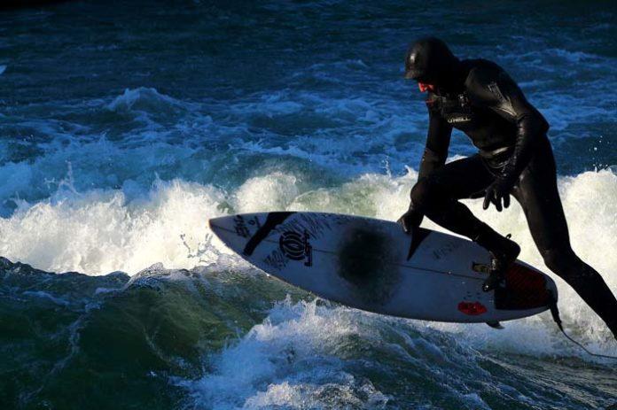 Surfen an der Floßlände wieder möglich