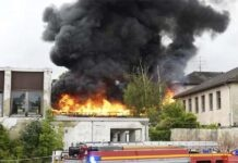 Sendling-Westpark: Dramatische Rauchsäule über München - Brand in stillgelegter Gehörlosenschule