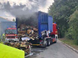 Brennender Papiercontainer