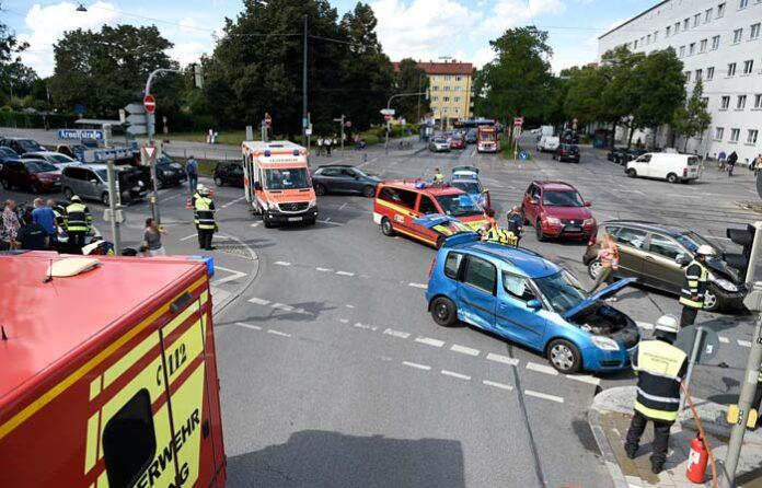 Neuhausen-Nymphenburg: Verkehrsunfall sorgt für größere Verkehrsbehinderungen