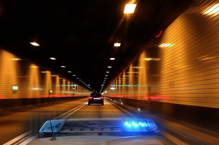 Trappentreutunnel: Tunnelsperre aufgrund Verkehrsunfall - Eine Person verletzt