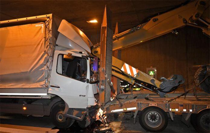 A99 Aubinger Tunnel: Auffahrunfall mit Folgen