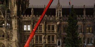 Marienplatz: Der Münchner Christbaum aus Steingaden steht