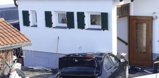 Allach-Untermenzing: Hauswand stoppt Pkw